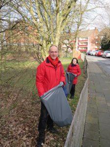 SPD-Fraktionsvorsitzender Detlef Ehlert, hier mit seiner Tochter Lena, beim Dreck-weg-Tag 2014