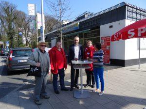 Gruppenbild mit Damen: rechts Elke Josting vom Seniorenrat und Marleen Buschmann, SPD-Ratskandidatin