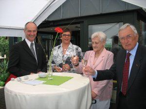 Detlef Ehlert, hier mit VertreterInnen des CBT-Senioren-Heims St. Johannes
