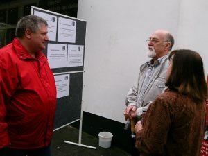 Peter Urban diskutiert mit Sandheider Bürgern über Fracking