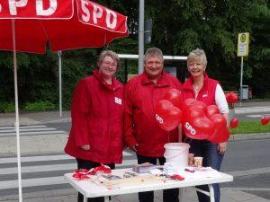Marleen Buschmann, hier mit Peter Urban und Sabine Lahnstein