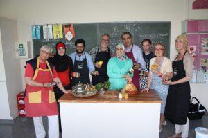 SPD-Ratskandidat Jan Pfeifer (3. von rechts) mit Teilnehmenden des Marokkanischen Kochkurses der SPD-Hochdahl