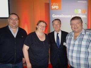 Aus Hochdahl mit dabei: Toni Nezi, Marleen Buschmann mit Franz Müntefering, Peter Urban
