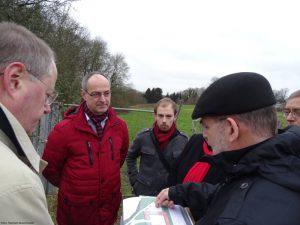 Peer Steinbrück, Detlef Ehlert, Jan Pfeifer, Helmuth Hentschel vor Ort am Cleverfeld (Foto: Marleen Buschmann)