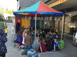 Kinder sind begeistert bei der Sache (Foto: Toni Nezi)