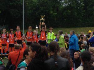 Mädchen der Sechseckschule in Trills werden Fußball-Stadtmeisterinnen 2015