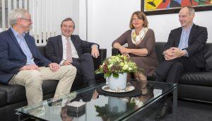 Düsseldorfs OB Geisel im Gespräch mit Jörg Dürr (links), Detlef Ehlert und Andrea Rottmann (von rechts)