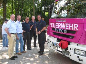 Jetzt auch ein Magenta-Mann: Peer Steinbrück, hier mit Detlef Ehlert, Markus Steinacker, Jörg Ikkert und erik Flatau