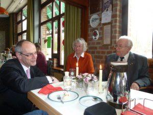 Elisabeth und Karl Heinz Kerber mit Detlef Ehlert bei der AG Sechzig +