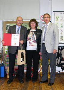 Die frühere Stellvertretende Bürgermeisterin Edeltraud van Venrooy mit Jubilar Werner Gippert und Klaus Bauer