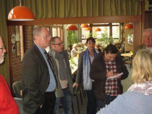 Peer Steinbrück mit seinen Wahlkreismitarbeitenden Jan Brix und Barbara Wendt