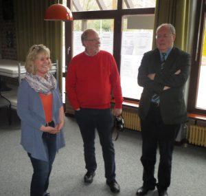 AWO-Begegnungsstättenleiterin Silke Dietz, SPD-Hochdahl-Chef Paul Söhnchen und Peer Steinbrück