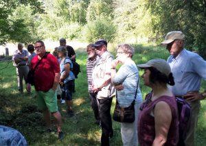 Besuchergruppe im Tongrubengelände
