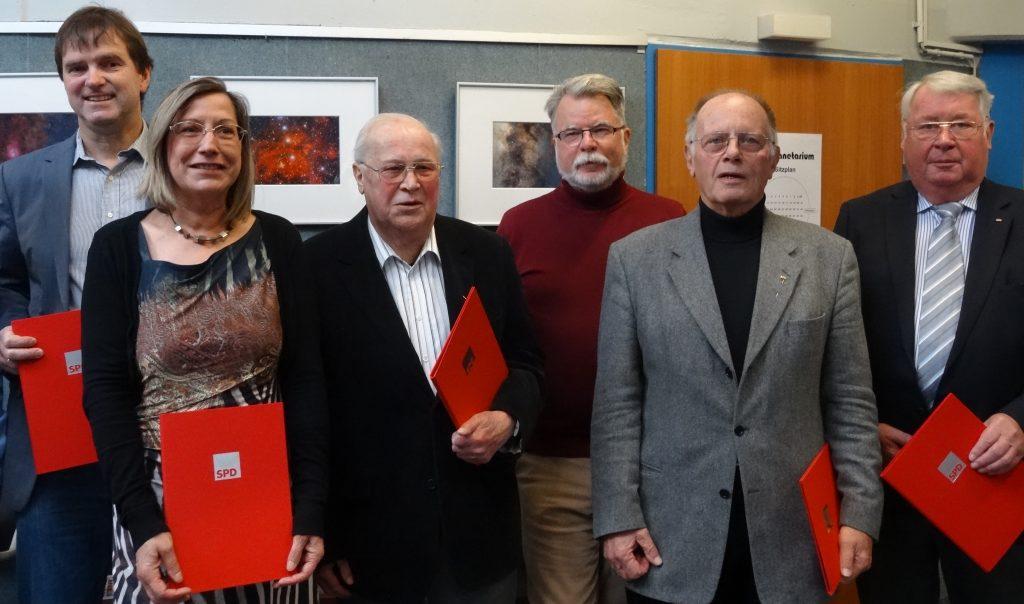 Die Jubilare: Matthias Möller (25 Jahre Mitgliedschaft), Gabriele Kuert-Klein (40), Kurt Mähler (50), Wolfgang Teiwes (40), Manfred Frinke (50), Dieter Becker (40) [v.l.n.r.]
