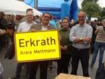 Jens Niklaus, stolzer Eigentümer des Erkrathschildes...